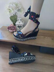 Ladies Size (5) Summer Stylish Wedges -OMG- Espadrille/pearl +  Splash Of colour