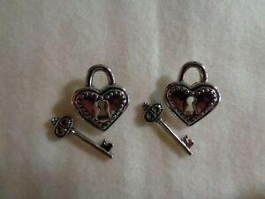 "Novelty Button (new) 1"" (4) Lock Hearts / Silver Lock and Keys"