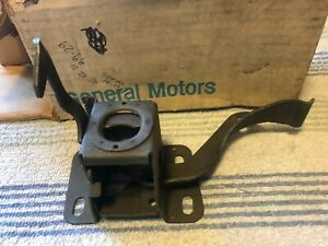 NOS HOOD LATCH 60-66 CHEVROLET GMC SUBURBAN PANEL C10 PICK UP TRUCK 4X4 CARRYALL