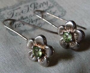 vintage 925 STERLING SILVER green stone daisy flower drop pierced earrings -X209