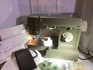 Singer HD-110 Electronic Sewing Machine w Quilter's table. Mint cond.