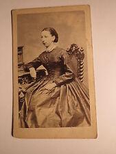 Motif 1866 JOSEPHINE DE Grebel? Comme Ajusté Femme en crinoline-décor/CDV