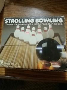 Vtg Strolling Bowling Wind-Up Tomy Toy Portable Fun Game Table Top Bowl-complete