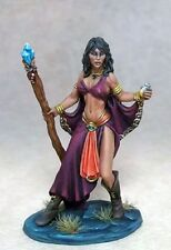 DARK SWORD MINIATURES - DSM7304 Female Mage w/Staff