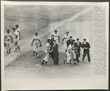 1955 NEW YORK YANKEES ARGUE WITH UMPIRES ACTION WIRE PHOTO v. BALTIMORE ORIOLES