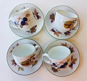 Set of 4 Royal Worcester (1986) Evesham Vale, Teacups and Saucers w/ Green Trim