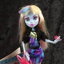 Monster High 2010 Abbey Bominable Picture Day Doll Outfit Shoes Stand Purse Lot