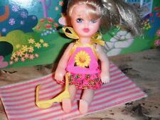Fisher Price Loving Family Dollhouse Beach Towel Little Kelly Swimsuit Sunglasse
