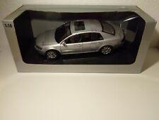 Modellauto VW PHAETON W 12 Auto Art 1:18 in silber mit OVP