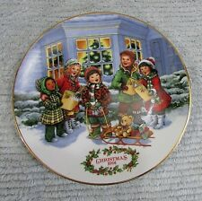 Carolers Avon Perfect Harmony 1991 Christmas Plate 22k Gold Porcelain Free S/H