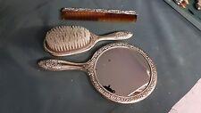 Placcato argento vintage uno specchio. Spazzola e Pettine Set. con i modelli molto eleganti.