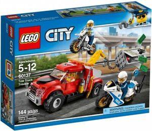 Lego City Tow Truck Trouble 60137 Building Kit 144 Pcs