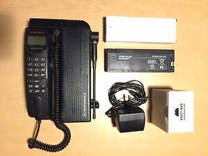 Motorola International 2700 telefono veicolare trasportabile GSM car phone bag