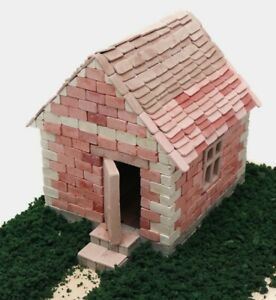 Constructor Country House Lawn Grass Small Model for Assembly Gypsum Bricks 580
