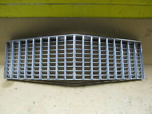 CADILLAC DeVILLE 75 1975 GRILLE GRILL OE