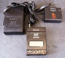 SONY Walkman TCD-D3 DAT Digital Audio Tape-Corder powered + AC adaptor & holder