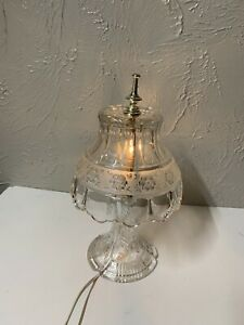 "Princess Style Crystal Lamp Scalloped Leaf Frosted Flower 13 1/2"" H"
