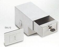 Cassetta di sicurezza invisibile da murare sotto una finta presa 125x110X180