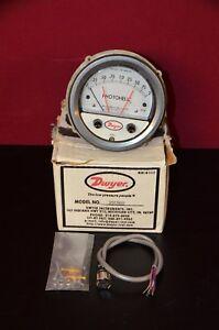 "Dwyer 3002MR 3000MR Photohelic Pressure Switch / Gage 0-2"" w.c. 24VDC NIB"