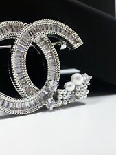 NEW CC Classic brooch fully Crystal with pearls flower 18k-white-gold pin