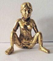 Statuette figurine amulette Zizi FEMME LASCIVE TATOUE laiton Thaïlande Asie z49