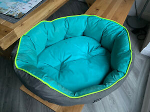 3 Peaks Medium Size Dog Bed