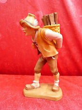 bella Figura di legno__uomo in Pantaloni in pelle,con cestino di legno__Tyrol__
