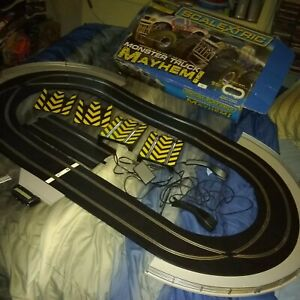 SCALEXTRIC TRACK SET - GREAT WORKING CONDITION -  monster truck mayhem