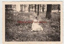 (F9277) Orig. Foto Eickhorst (Vordorf), Frau sitzt im Wald 1937