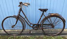 Vélo de Femme ancien dans son jus à restaurer