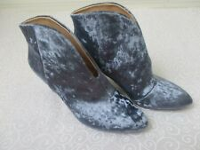 VINCE CAMUTO BLUE VELVET EVANATA ANKLE BOOTIES SIZE 8 1/2 W - NEW