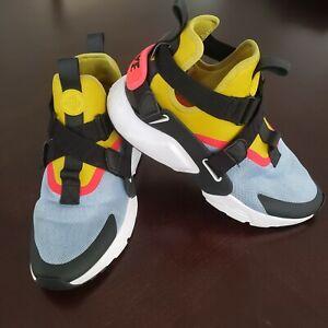 Nike Air HUARACHE CITY Size 10 YELLOW BLACK running sneakers AH6787-401
