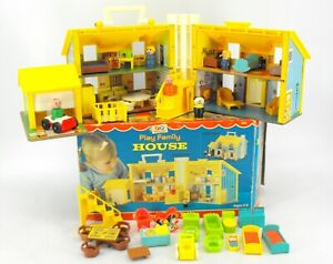 VINTAGE FISHER PRICE LITTLE PEOPLE FAMILY PLAY HOUSE 952 W/ BOX FURNITURE EXTRAS