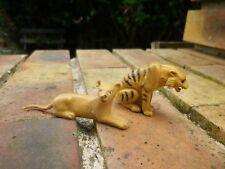 TIGRE + LIONNE MARQUE inconnue peut être CORGI ? comme neuf sans gravure