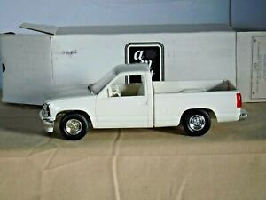 ERTL 1992 Chevrolet Silverado Sportside (Summit White) w/Decals 6141 NIB (PC-32)