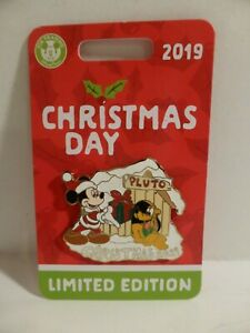 2019 Disney Parks Mickey & Pluto Christmas Day Limited Edition Trading Pin