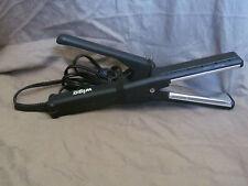 Wigo Flat Iron Hair Straightener - Straightening Iron Model WG5302 Black/Silver