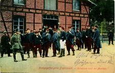 AK Militaria 1915 Kriegsgefangene Franzosen - Ruhepause nach der Mahlzeit