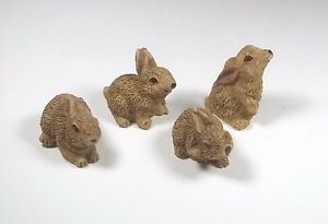quatre lapins, miniature maison de poupée,vitrine,collection,lapin 1.12  CL7