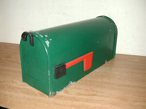 """VINTAGE THE SOLAR GROUP 19"""" GREEN GALVANIZED STEEL RURAL US MAILBOX W/ RED FLAG"""