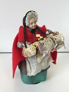 PEDLAR LADY DOLL OLD WAOMAN HABERDASHERY RIBBON LADY DOLLS HOUSE DOLLHOUSE