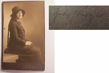 Neuhaldensleben - 1916 - sitzende Frau Grete Berger ? mit Zopf - benannt / CDV