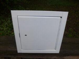"Intertek Access Frame and Fire Door Assembly R13067 W/N 01912  8 1/4"" Box + 7/8"""