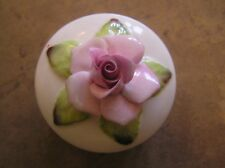 "A PRETTY CROWN STAFFORDSHIRE ROSE TRINKET BOX: QUEEN MOTHER 80: 2.5"" ACROSS: VGC"