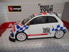 Voiture de rallye miniatures blancs en plastique