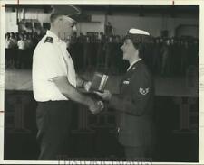 1986 Press Photo Awardee Lisa Irwin with Major General Charles S. Cooper III