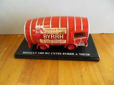 Véhicule miniature : Camion Renault 1400 KG Caves Byrrh à Thuir 1/43 scale