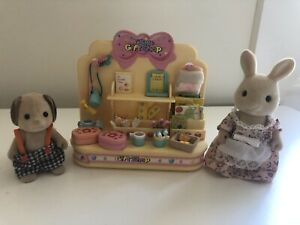 Sylvanian Families Gift Shop And Figures