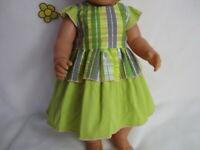 Puppenbekleidung für eine 43 cm große Puppe ; Kleidchen grün
