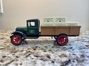 ERTL John Deere 1931 Hawkeye Crate Delivery Truck Bank #104 1:34